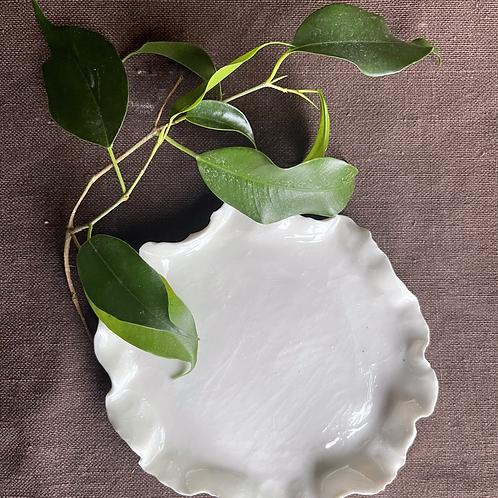 Porcelain wavy plate
