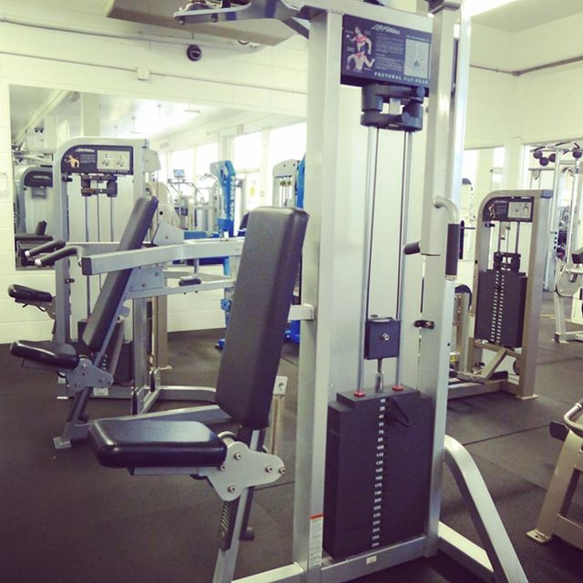 Life Fitness Pro 2 Series Pec Deck Rear Delt Machine
