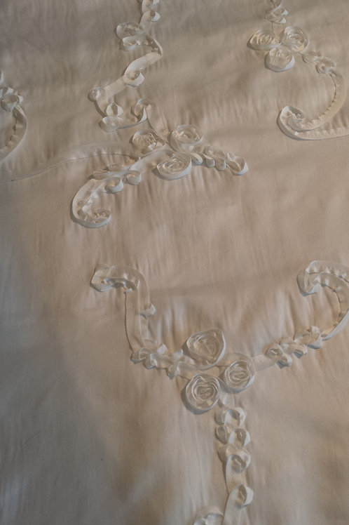 White Raised Floral Tablecloths