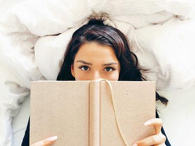 Menina, leitura, cama