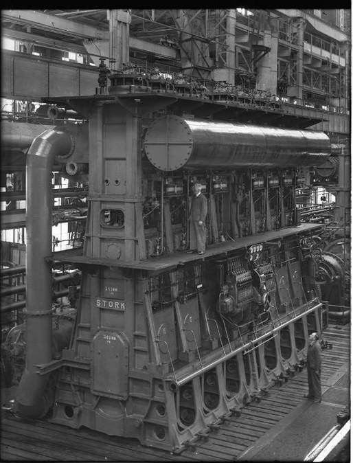 Stork Dieselmotor 7-cilinder Stork-Hesselman dubbelwerkende scheepsdieselmotor 1947