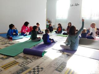 Los beneficios del yoga en la infancia (mañana Día Internacional del Deporte para el Desarrollo y la