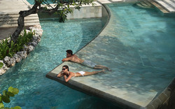 หินปูสระว่ายน้ำซูกาบูมิ Sukabumi