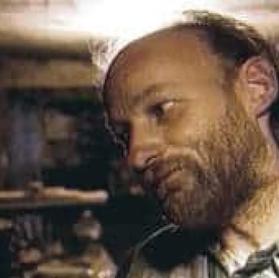 Robert Pickton, le tueur en série qui donnait ses victimes à manger à ses porcs d'élevage.