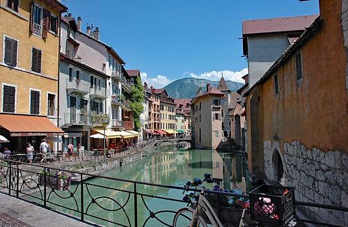 Annecy w canal.jpg