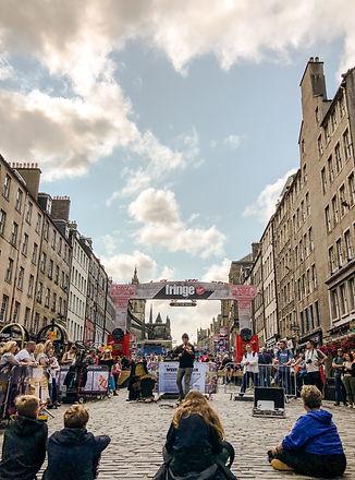 八月的愛丁堡,街上總是擠滿各地旅客,一同感受藝穗節的魅力。