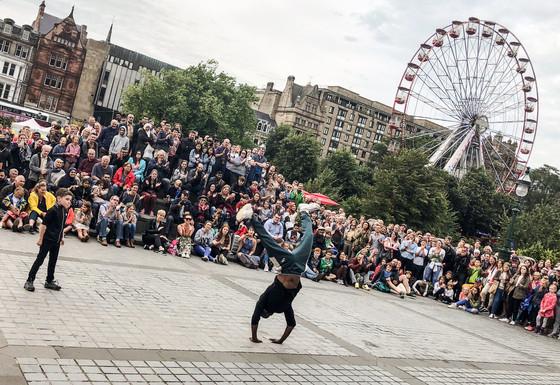 愛丁堡國際藝穗節不設「大台」 開放精神貫徹七十一年