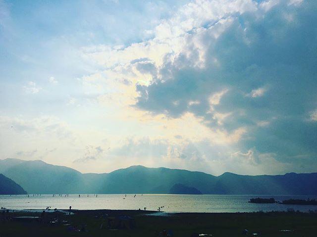 本栖湖の夕景。