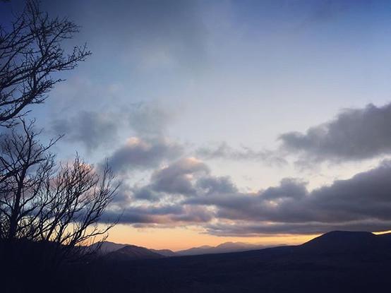 夜明け前の空。