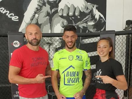 AS Saint-Étienne : Denis Bouanga s'entraîne avec le boxeur couramiaud Sylvain Thomas (France Bleu)