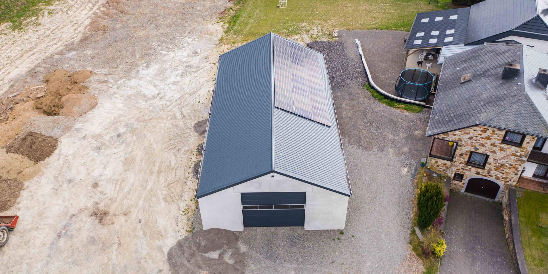 Holzhallenbau, Freizeithalle, Balkenlage, Satteldach, Vollholzbinder, Betonelemente, Sektionaltore