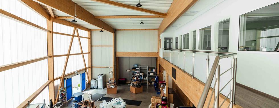 Hall Strucutre bois lamellé-collé, Plancher bois,  Hall commercial, Toit plat,  Voûte filante Lumière du jour