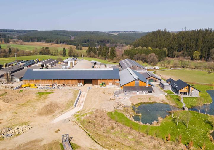 Holzhallenbau, Vollholzbinder, Konischestützen, Reithalle, Satteldach, Lichfirst Tageslicht