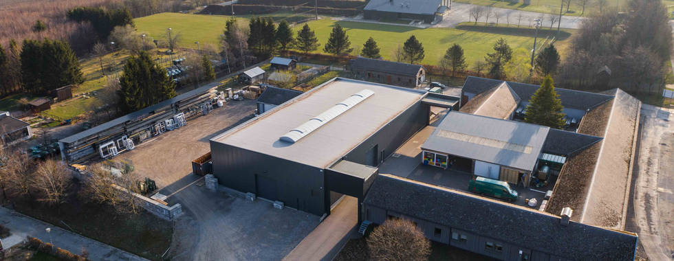 Stahlhalle, Werkstatt Schreiner, Flachdach Tragschalen, PIR Wandpaneele Sandwichplatten, Lichfirst Tageslicht, Sektionaltore