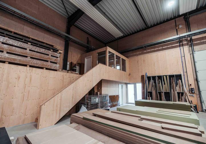 Hall Structure Métallique, Atelier Menuiserie, Toit plat, Voûte filante Lumière du jour