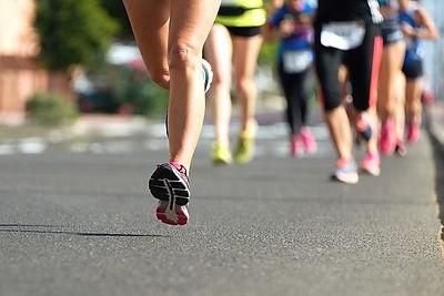 マラソンをする人達
