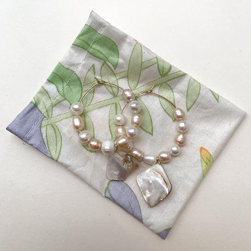 Créoles cernées de perles d'eau douce et de nacre   Gigi-Antoinette