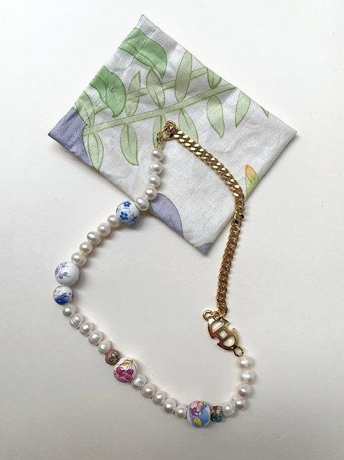 Collier plaqué or, perles porcelaines fleuries | Gigi-Antoinette