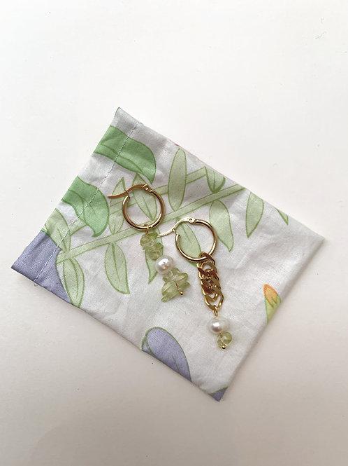 Dormeuses plaquées or, cernées de perles et nacre | Gigi-Antoinette
