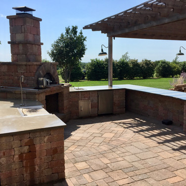Outdoor Kitchen, Patio, and Pizza Oven