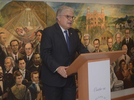 Professor Fausto Pinto, presidente eleito da WHF, recebe título de Sócio Honorário da SBC
