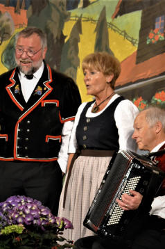 Lisbeth und Ruedi mit Begleiter Rued