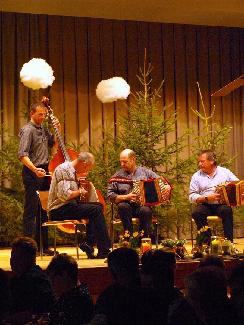 Schwyzerörgeli-Quartett Tossenkläng