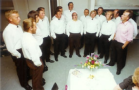 Anfangs-mit-Hemd-1974.jpg