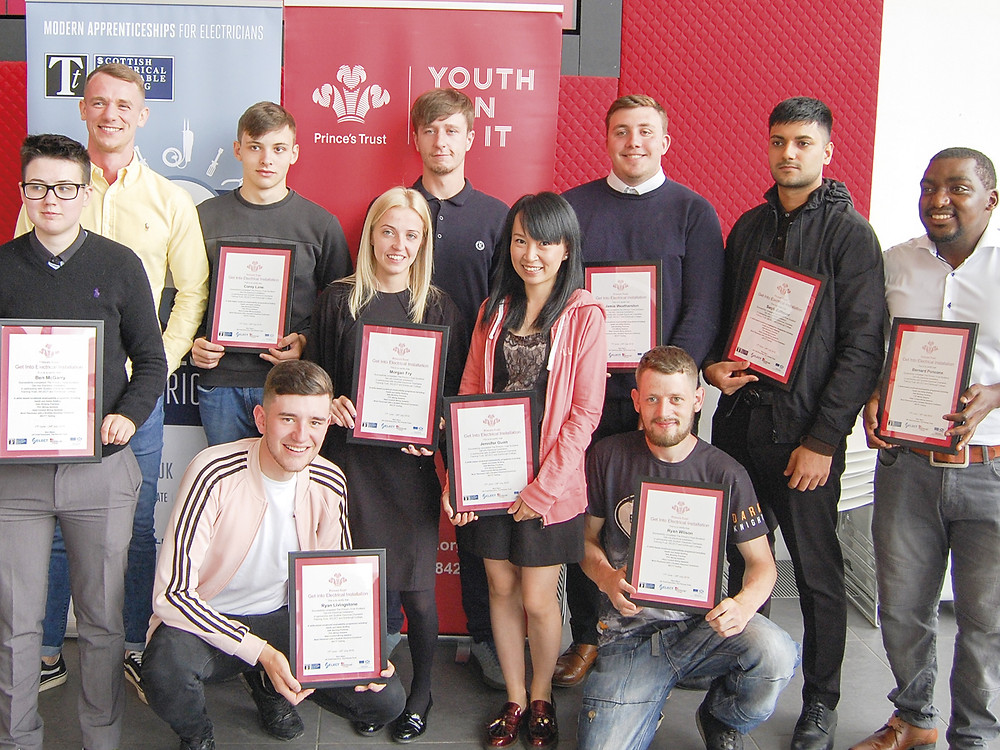 Candidates from Edinburgh College with their certificates