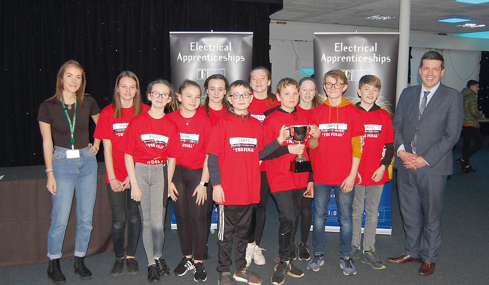 MSP Jamie Hepburn (right) congratulates the winning Linlithgow team