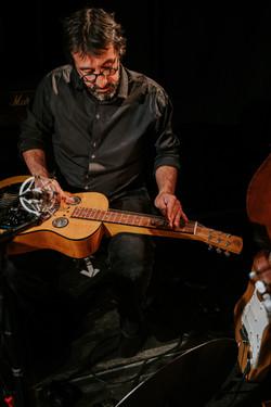 Le dobro (guitare à résonateur)