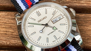 The story of my flexi-watch build. The watch built to work with any strap...