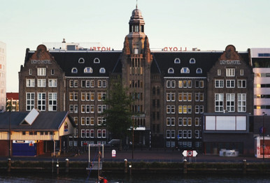 In 1920, the historic building in Amsterdam functioned as a temporary accommodation for emigrants