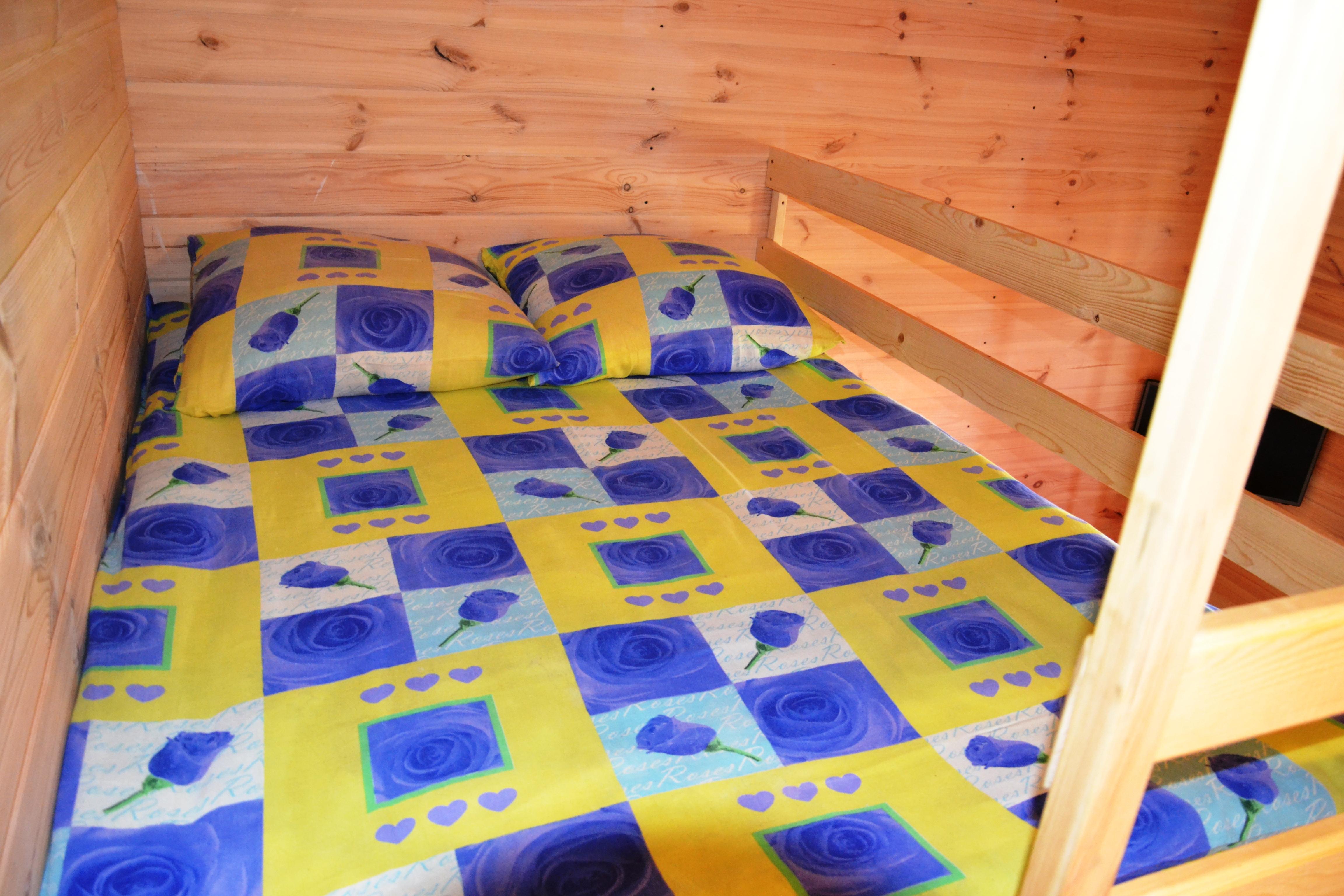 двуспальная подвесная кровать-чердак