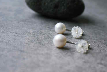 Gänseblümchen mit Perle