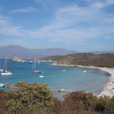 Voilier ou bateau à moteur : nos 5 plus belles destinations en Méditerranée