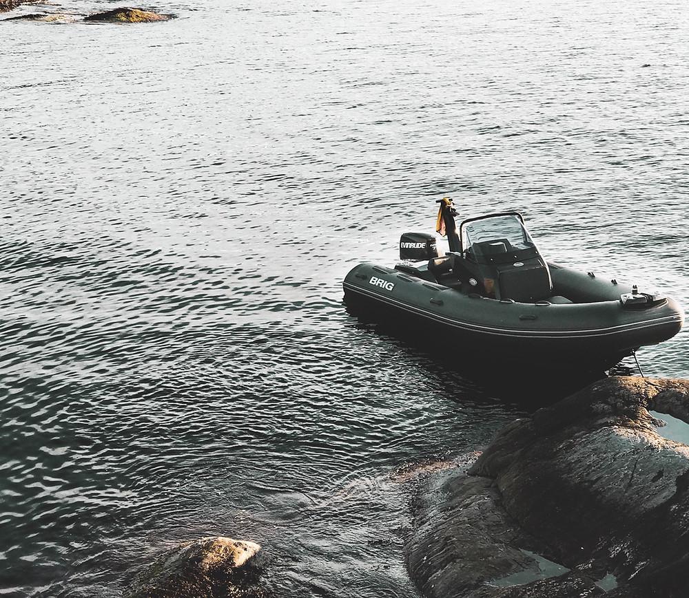 bateau a moteur