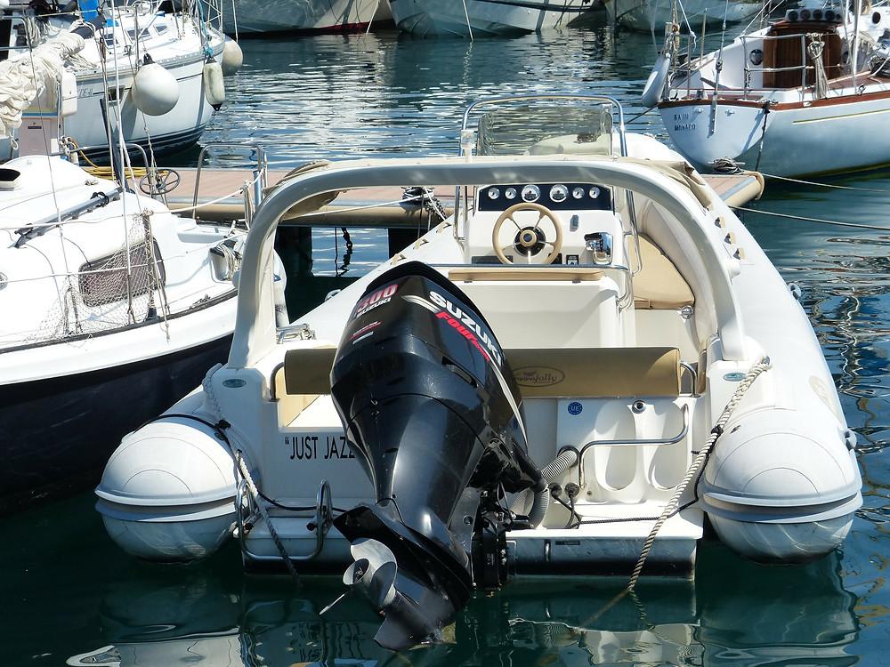 moteur hors bord semi-rigide