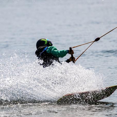 Débutant ou expert : top 5 des choses à savoir pour faire du ski nautique et du wakeboard
