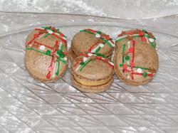 gingerbread macarons