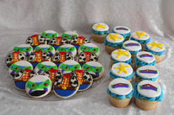 Buzz lightyear cupcakes and cookies