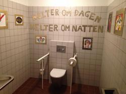Dekorerte toalettet under UKA