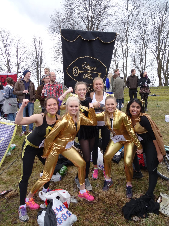 Glade jenter i gull etter 3000m øl