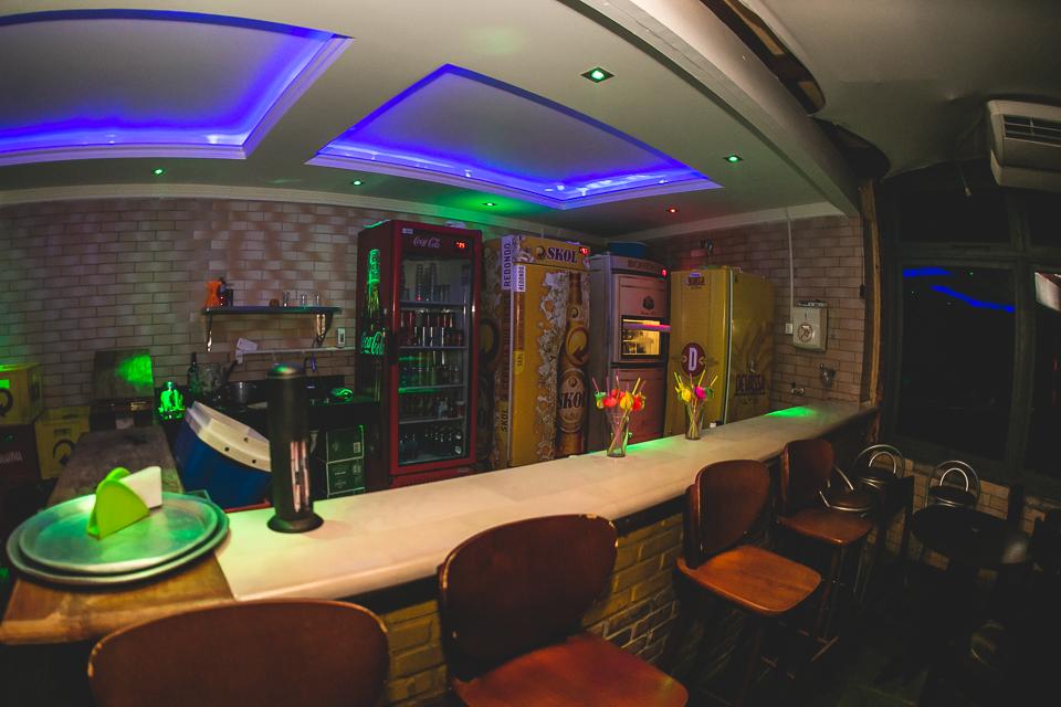 Bar Amplo
