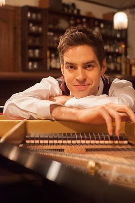 ピアノ講師ジェイコブ•コーラー