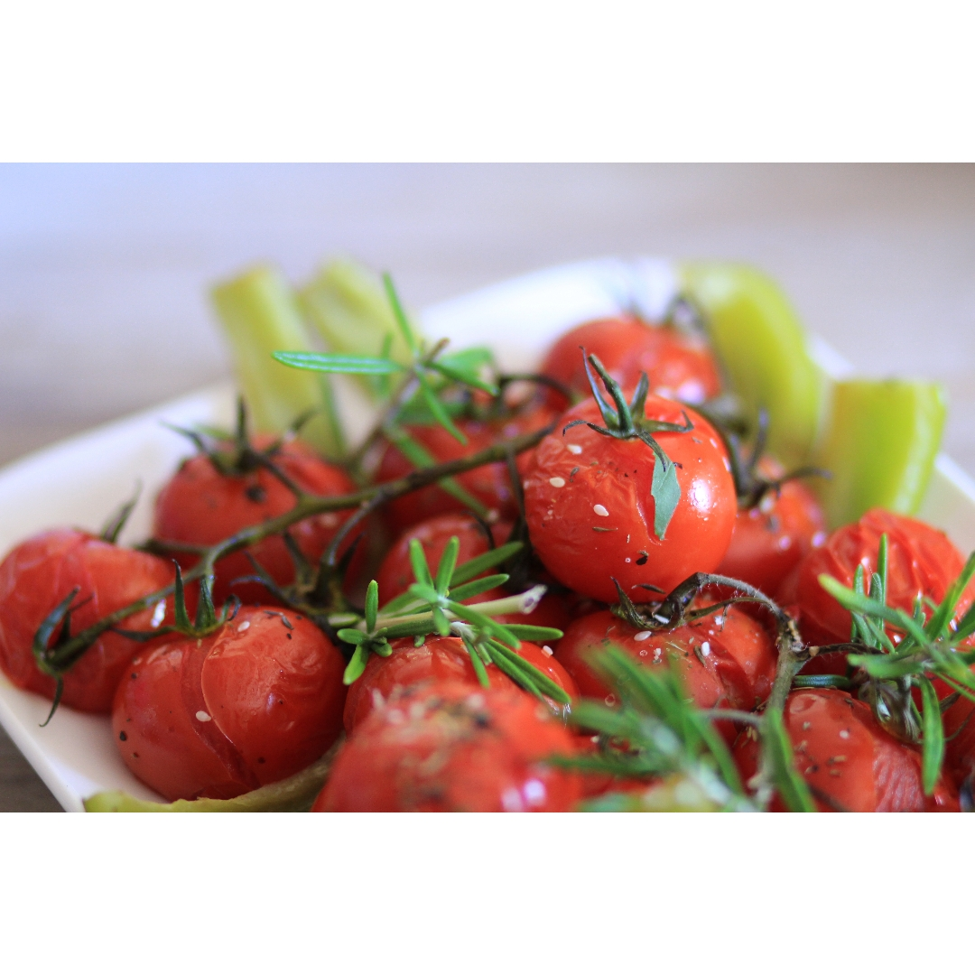 Tomates cerises rôties et romarin