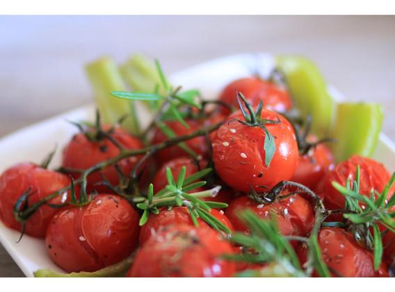Tomates_cerise_rôties_et_romarin.jpg