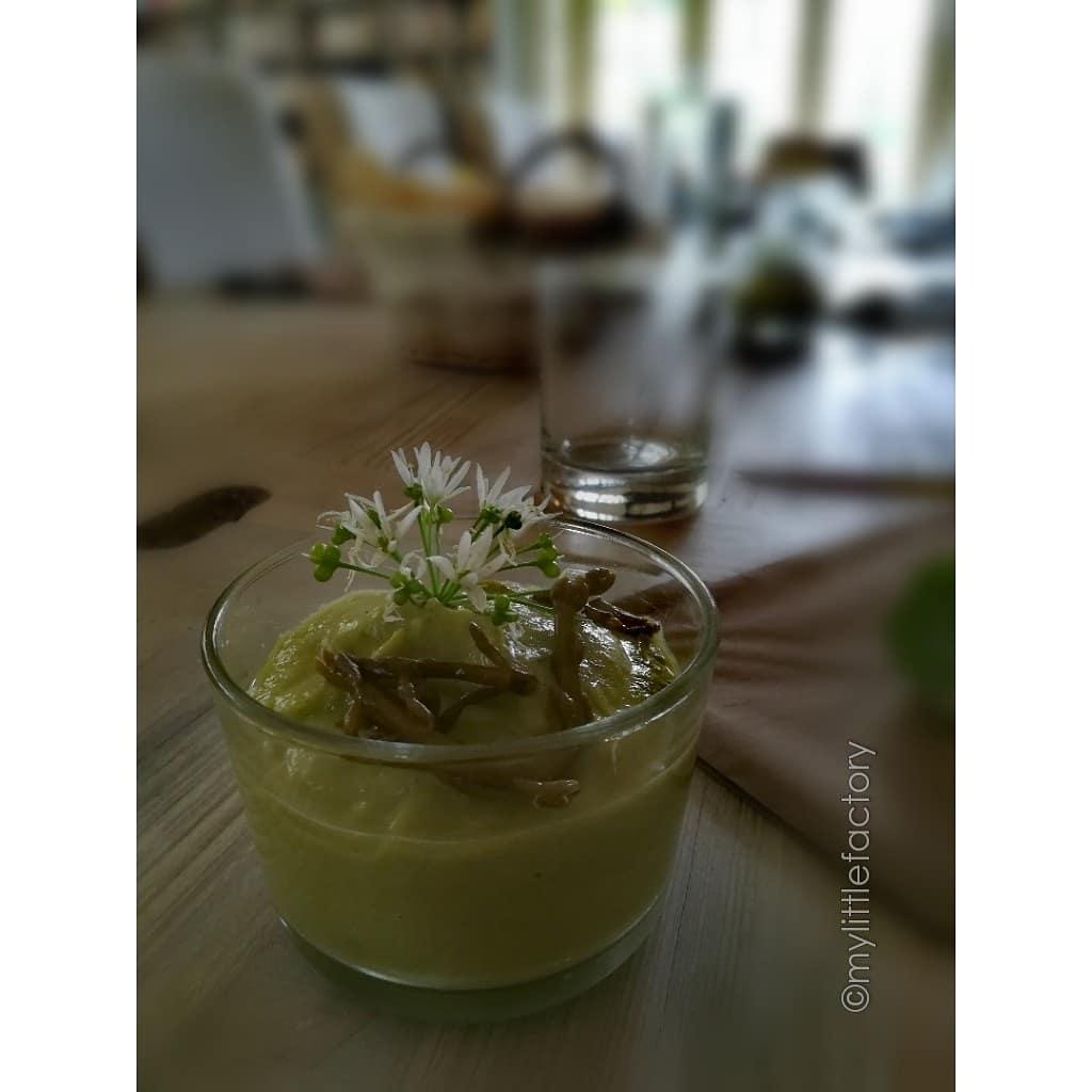 Crème d'asperge et ail des ours
