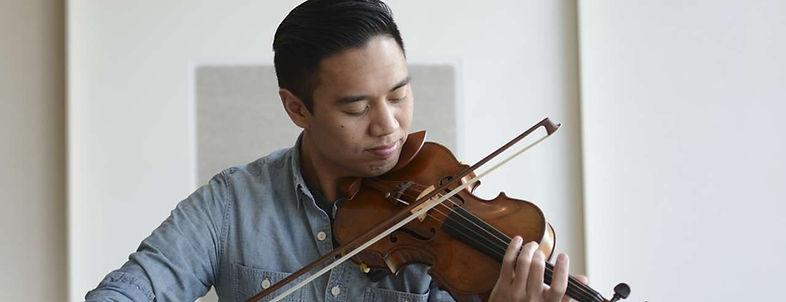 Adrian Anantawan playing violin