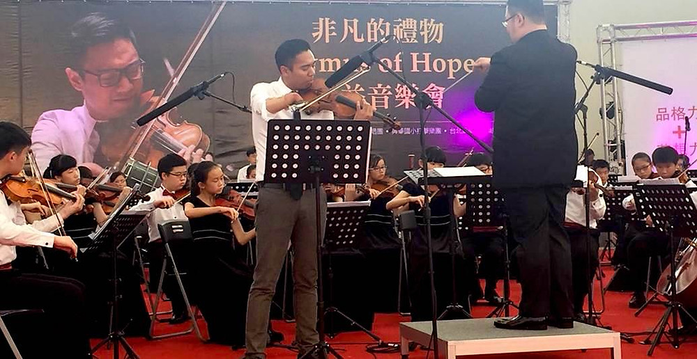 Adrian Anantawan performed with young musicians from Taipei Philharmonic Youth Orchestra